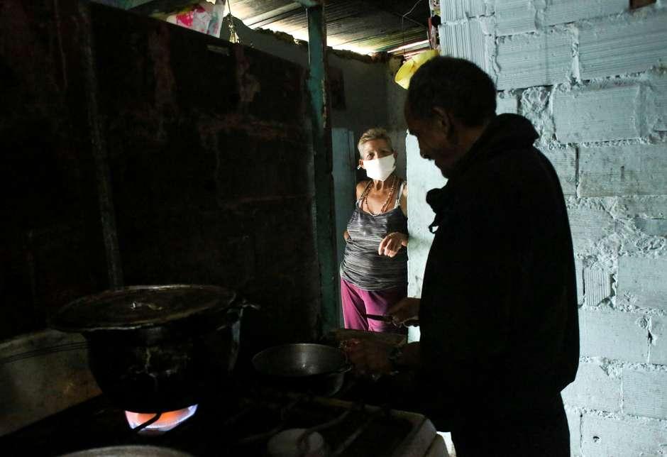 VENEZUELANOS COM FOME RECORREM A SANGUE DE VACA PARA FAZER SOPA DURANTE QUARENTENA